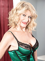 40 Something - Decadent divorcee - Kendall Rex (66 Photos)