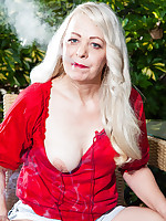40 Something - Smoking Slut - Heidi (50 Photos)