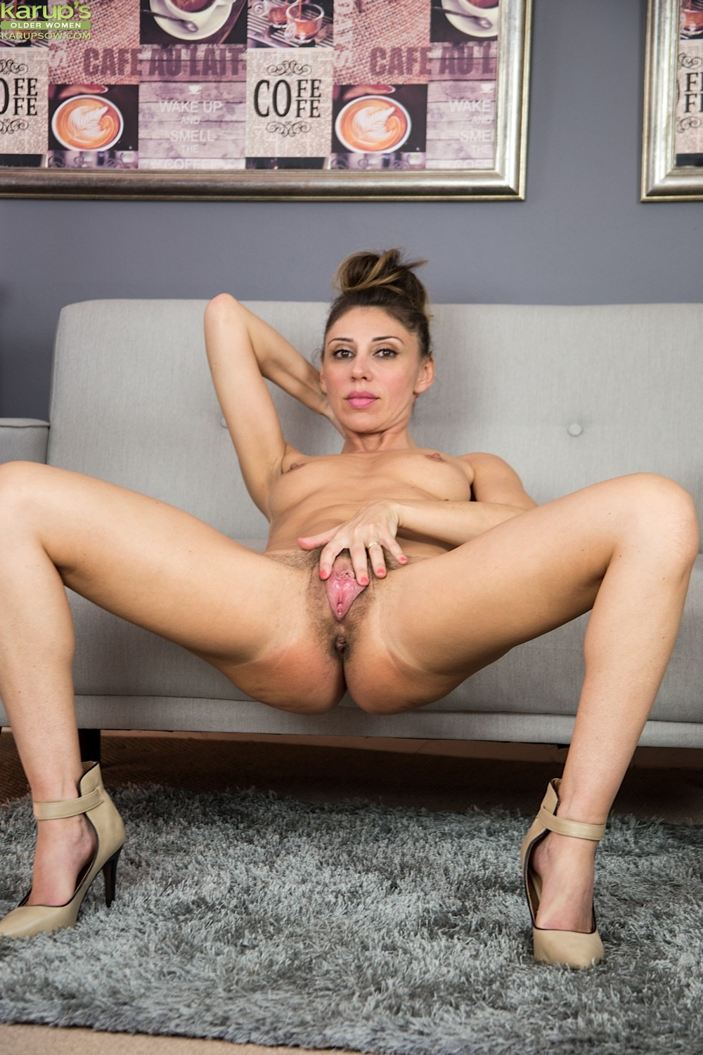 Please French mature hairy pussy apologise, but